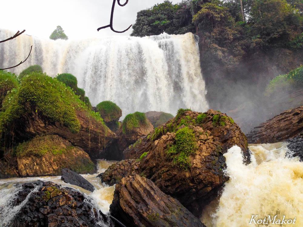 водопад слонов