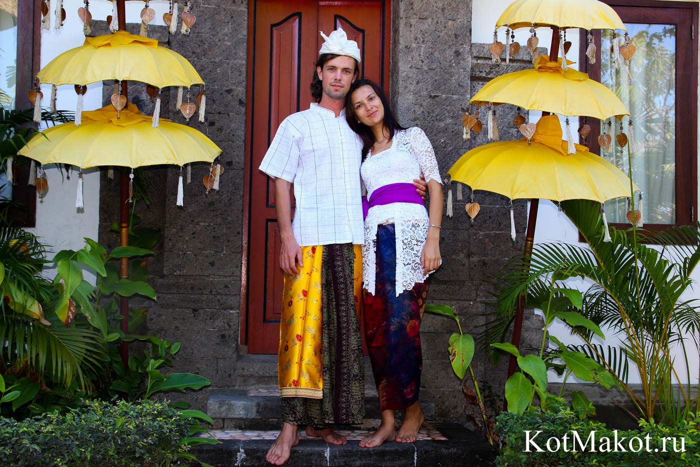 Мы в балийской одежде